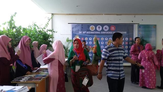 Pegiat Sastra Mancanegara Ikut Bahas Kesusastraan Indonesia di Aceh (595695)