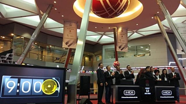 PT Hensel Davest Indonesia Tbk hari ini resmi menjadi perusahaan teknologi finansial pertama yang mencatatkan sahamnya di Bursa Efek Indonesia lewat penawaran umum perdana saham (initial public offering/IPO).