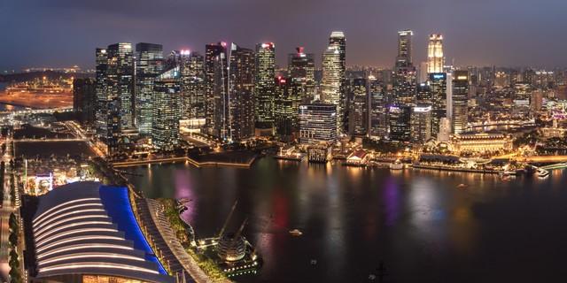 com-Singapura di Malam Hari.