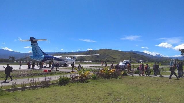 Pesawat Trigana di Wamena_BumiPapua_Katharina.jpg