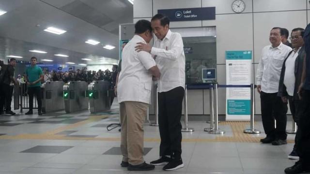 Foto: 80 Menit Pertemuan Jokowi-Prabowo (85650)