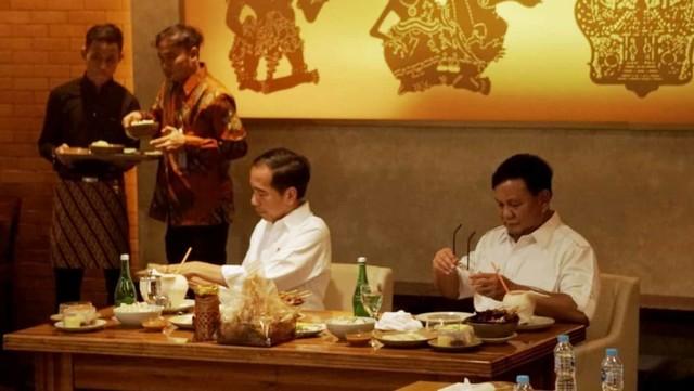 Jokowi bertemu Prabowo, makan siang bersama