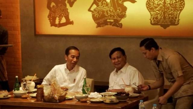 Foto: 80 Menit Pertemuan Jokowi-Prabowo (85663)