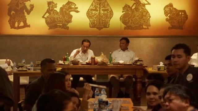 Foto: 80 Menit Pertemuan Jokowi-Prabowo (85666)