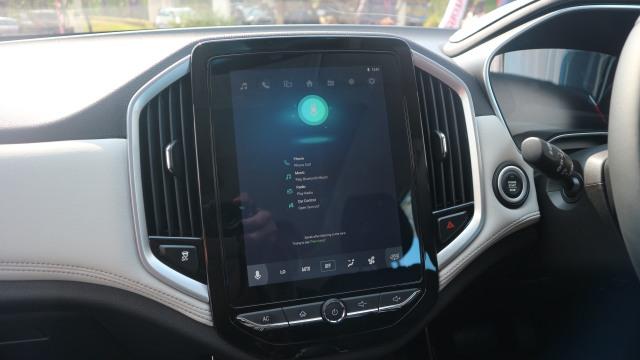 otomotif, wuling Almaz, wuling, wind, perintah suara, indonesia, mobil baru 2019