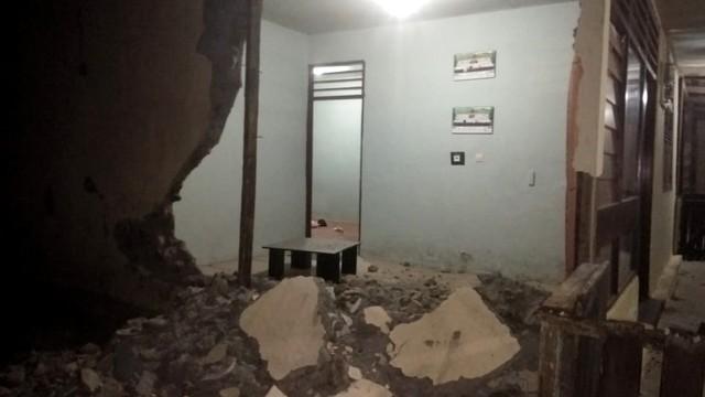 Kondisi Kantor Polsek Saketan, Halmahera Selatan, gempa