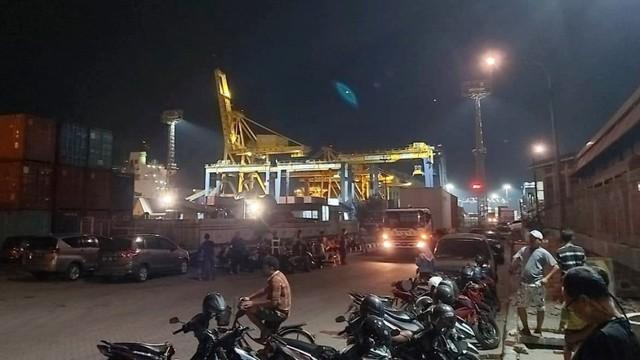 Suasana Tanjung Mas Semarang usai crane jatuh