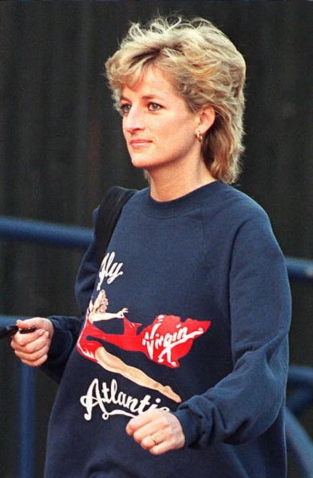 Dilelang, Sweater Bekas Milik Putri Diana Terjual Rp 750 Juta (102381)