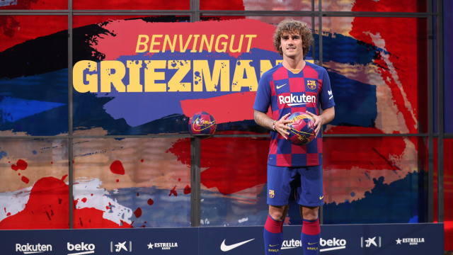 Griezmann diperkenalkan Barcelona.