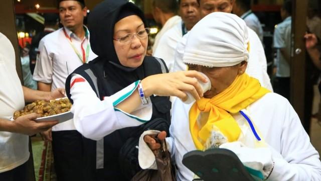 Jemaah Haji Indonesia Disambut Selawat di Makkah (571340)