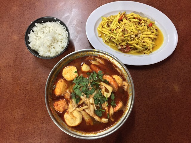 6 Rekomendasi Kuliner Di Taman Jajan Cbd Bintaro Kumparan Com