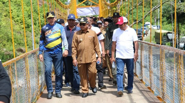 Peletakan baru pertama pembangunan Komunitas Adat Terpencil (KAT) di Desa Sikundo, Pantee Ceureumen, Aceh Barat, oleh PLT Gubernur Aceh Nova Iriansyah.