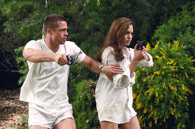 Brad Pitt dan Angelina Jolie di film 'Mr. & Mrs. Smith'