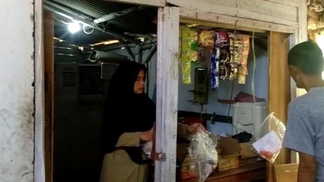 Guru SDN Karyabuana 3 Pandeglang, tinggal di toilet sekolah