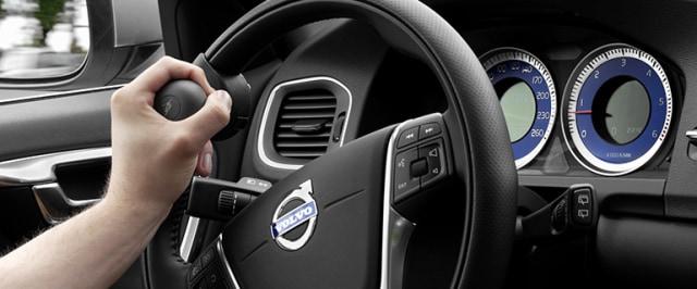 Ini Kondisi yang Diperbolehkan Mengemudi Mobil Pakai Satu Tangan (99673)