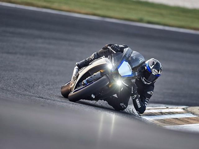 Yamaha YZF-R25M 4-Silinder Calon Lawan Sepadan Kawasaki Ninja ZX-25R? (7635)