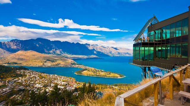 Pemandangan Kota Queenstown dan Danau Wakatipu di Selandia Baru