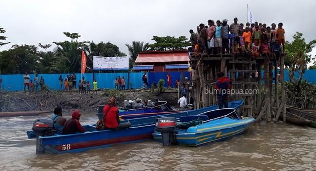 transportasi sungai di Asmat.jpg
