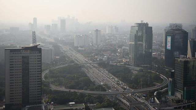 Langit Jakarta Berkabut Pagi Ini, Kualitas Udara Tidak Sehat Ketiga Dunia (11576)