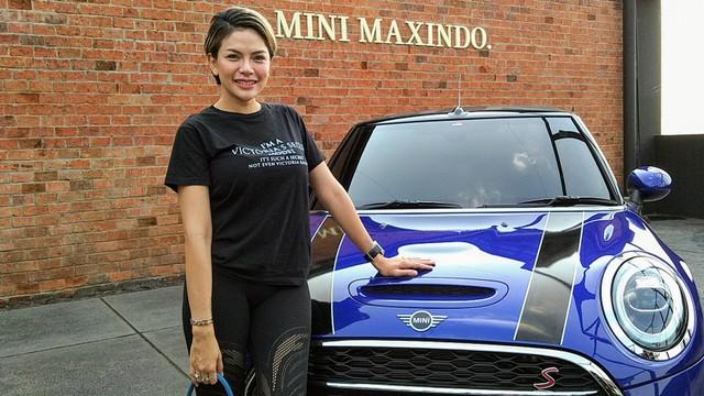 Nikita Mirzani belikan anak ketiganya mobil Mini Cooper.