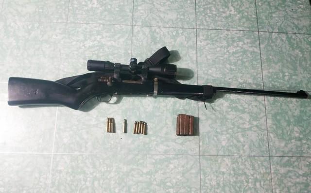 Senjata organik jenis Mouser beserta amunisinya yang diserahkan warga kepada Satgas Pamtas Yonif 328 DGH di Papua-Foto dok Satgas Pamtas Yonif 328 DGH.jpg