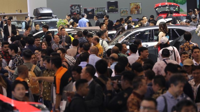 Suasana di Gaikindo Indonesia International Auto Show (GIIAS)
