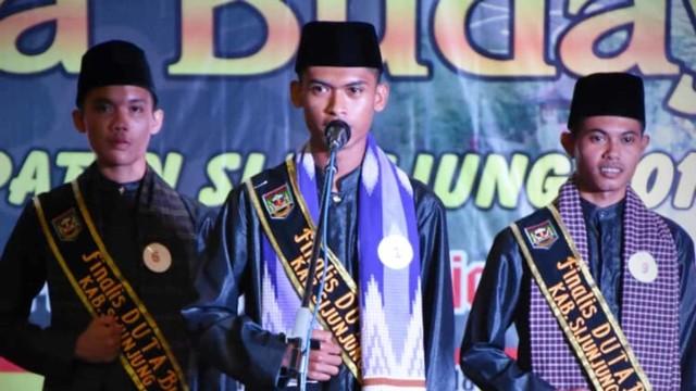 Fajar Rela Menginap di Masjid Demi Kuliah di Universitas Negeri Padang (141775)