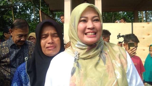 Bupati Pandeglang Irna Narulita, kediaman guru honorer Nining Suryati