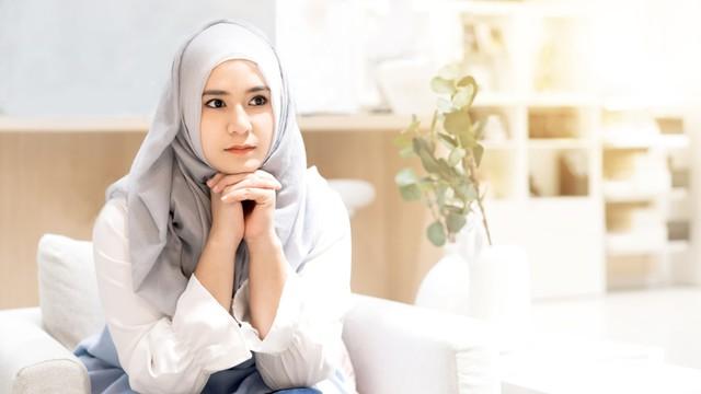 Ilustrasi wanita muslim sedang bingung