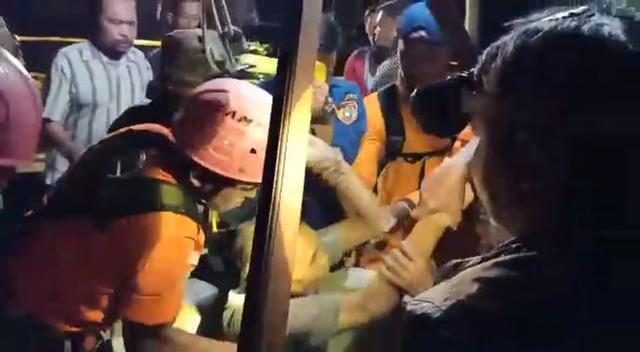 12 Jam Mendekam di Dalam Sumur, Kakek Slamet Berhasil Dievakuasi (32303)