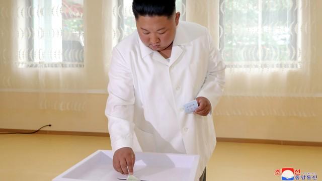 Pemimpin Korea Utara Kim Jong Un, memberikan suara, Pyongyang, Korea Utara