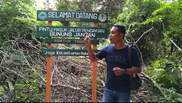 Menjajal Keindahan Air Terjun Gunung Jantan Di Kepulauan Riau Kumparan Com