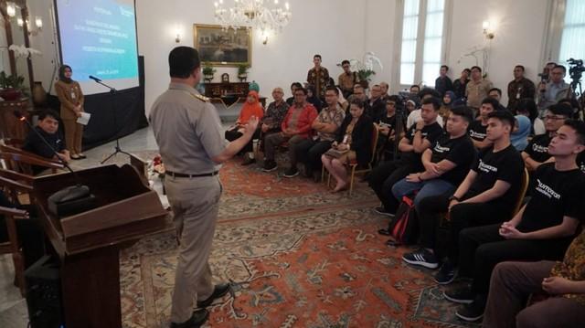 Peserta kumparan Academy Bertemu Anies Baswedan di Balai Kota (6056)