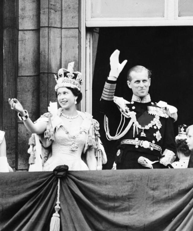 72 Tahun Menikah, Ini Potret Mesra Ratu Elizabeth II & Pangeran Philip (267639)