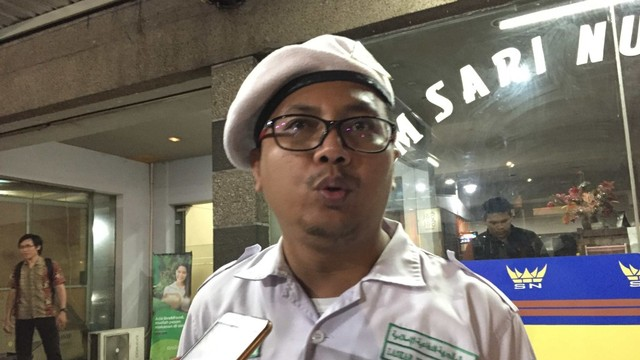 FPI mengecam gagalkan hari jadi Partai Rakyat Demokratik di Surabaya.