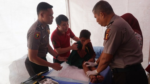 Foto: Bhayangkari dan Pertamina Gelar Khitanan Massal di Balikpapan (370283)