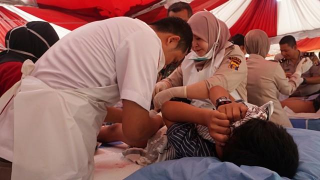 Foto: Bhayangkari dan Pertamina Gelar Khitanan Massal di Balikpapan (370278)