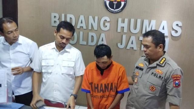 Rahmat Santoso Slamet alias Memet, seorang pembina Pramuka, Surabaya pelaku pencabulan di bawah umur terhadap 14
