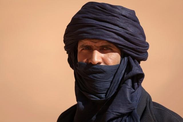 Pria Suku Tuareg Menggunakan Cadar
