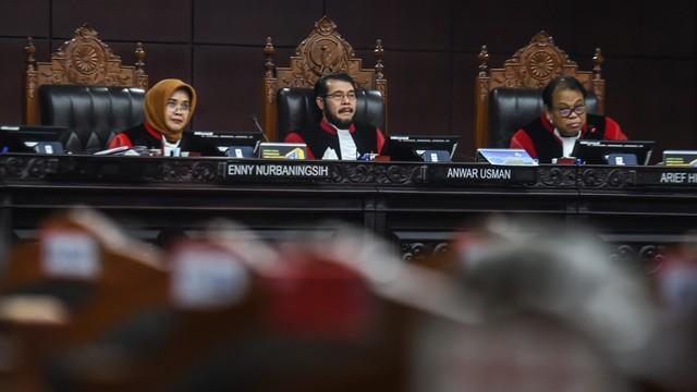 Saat Hakim MK Periksa Saksi Lewat Teleconference: Harus Teriak-teriak (305872)