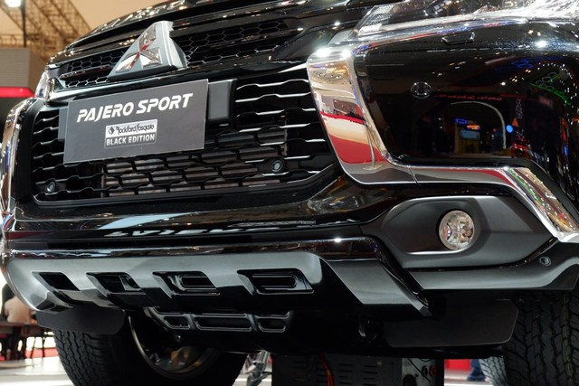 Mitsubishi Pajero Sport RF Black Edition Masih Sisa 158 Unit (5358)