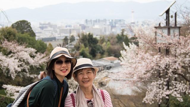 Ilustrasi traveling bareng ibu di Jepang