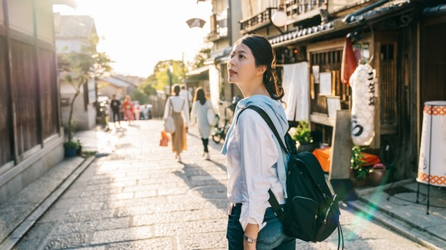 Ilustrasi wisatawan Korea Selatan traveling di Jepang