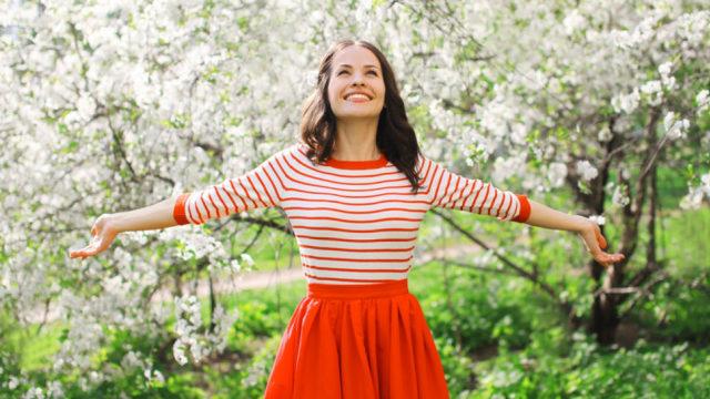 com-Ilustrasi wanita bahagia setelah menerapkan gaya hidup minimalis