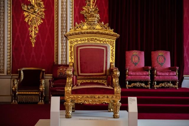 Kerajaan Inggris Pernah Larang Warga Selain Kulit Putih Kerja di Istana (70640)