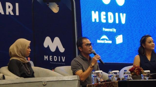 "com-Roadshow Mediv Surabaya, CEO Kimia Farma, Honesti Basyir saat mengisi talkshow ""Bisnis Modal Jari"" di Surabaya, Jumat (26/7)."