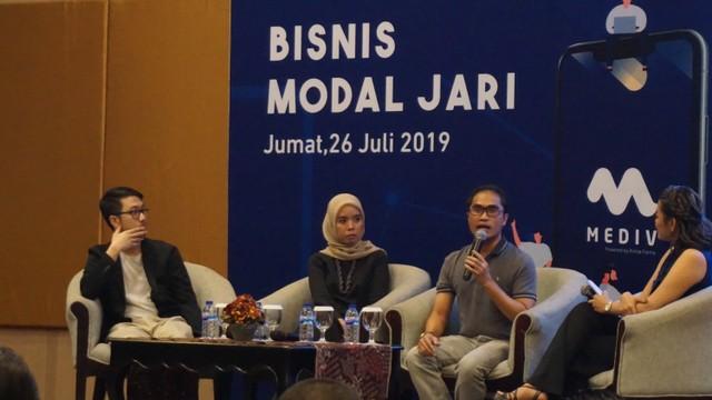 com-Roadshow Mediv Surabaya, sharing Session bersama Honesti Basyir (kanan),  Nadya Fadila Saib (tengah), dan  Ivan Aditya (kiri)