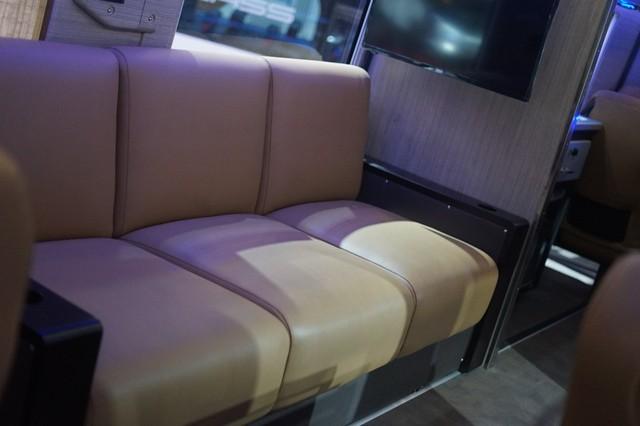 Bisa Angkut Mobil Sport, Bus Mewah Adiputro Dibanderol Rp 3,5 Miliar (15514)