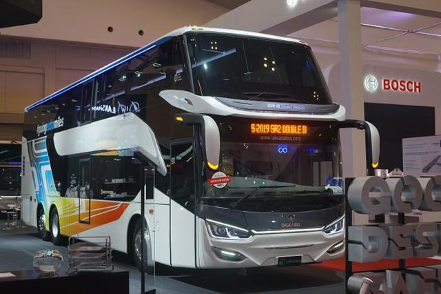 Bus Mewah Kekinian Ban Belakangnya Bisa Ikut Belok, Apa Gunanya? (116600)