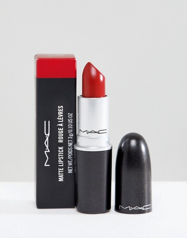 5 Warna Lipstik yang Cocok untuk Pemilik Bibir Hitam (17753)